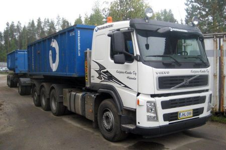 Volvo ja vaihtolavaperävaunu